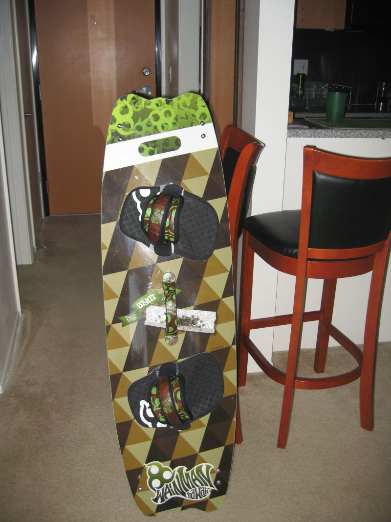 5'2'' surfboard and 130 twin tip 024.jpg