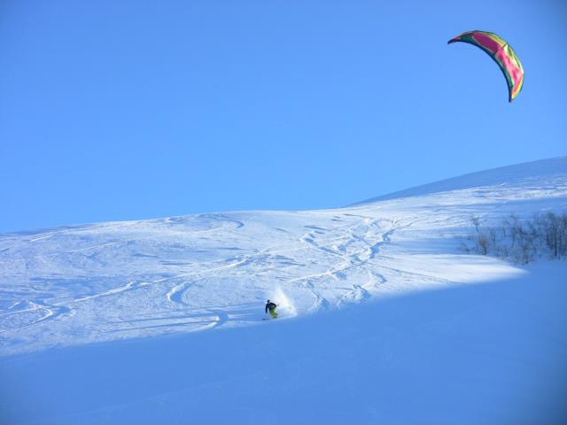 Snowkite wide open turns.jpg