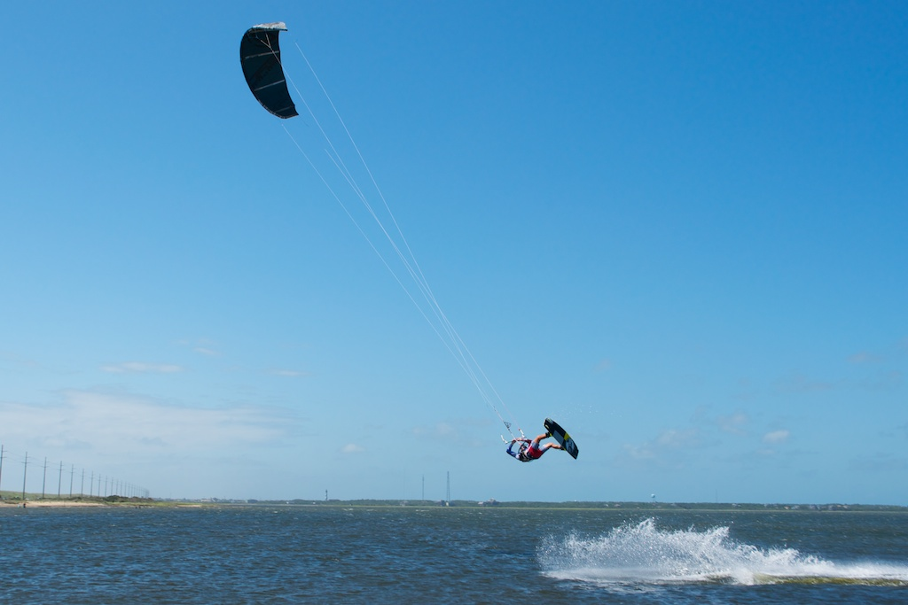 Kiter puttin the S10 and new CL for a test on binding.jpg