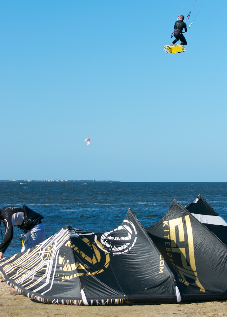 Kiter tesing the hang time of the S10.jpg