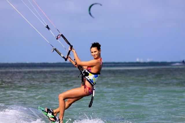 Hatteras-kite-surfing-beach-girls-photo-02.jpg