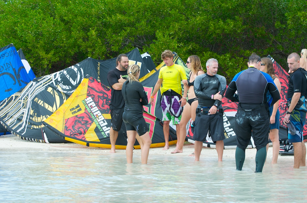 Kiters waiting their turns.jpg