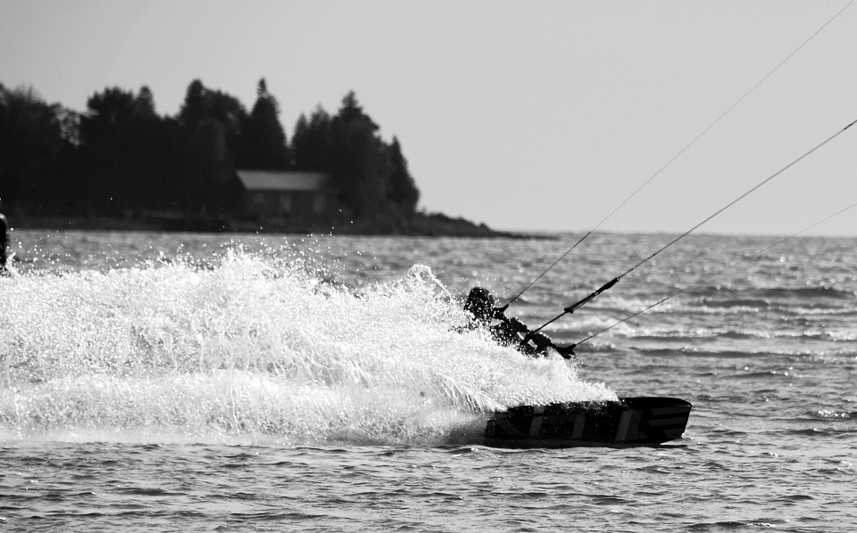 oli_sw_kite_2012-09-16-carveup_blackandwhite_small.jpg
