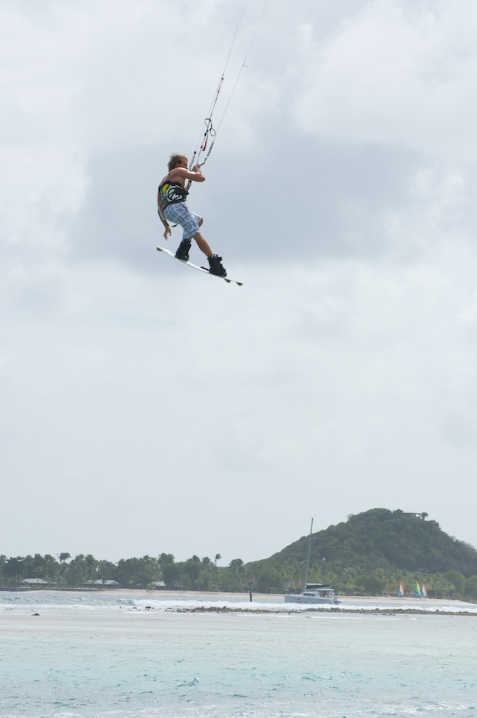 5Jumping on the RACER kite 11 meter.jpg