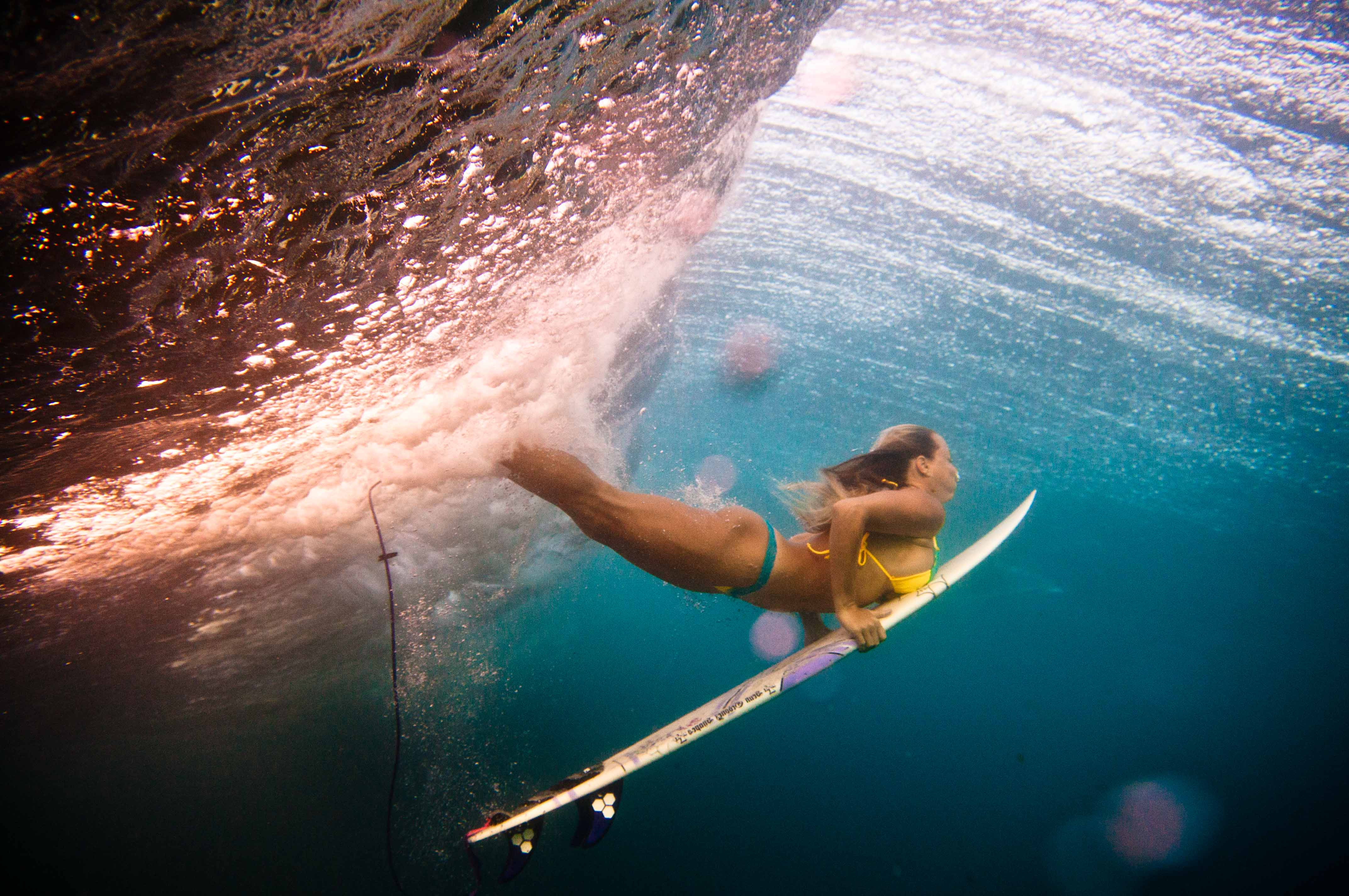 duck-dive-surf-girl_2.jpg