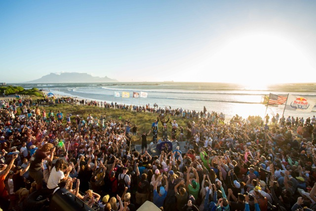 12 000 spectators at Big Bay for Red Bull King of the Air 2014.jpg