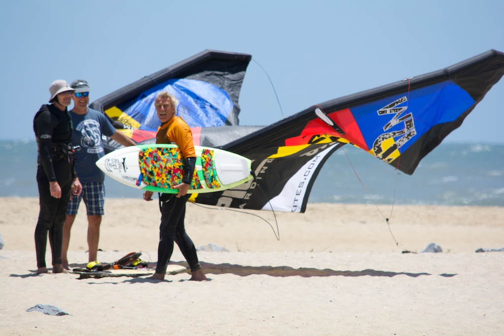 Kiters demoing the kite.jpg