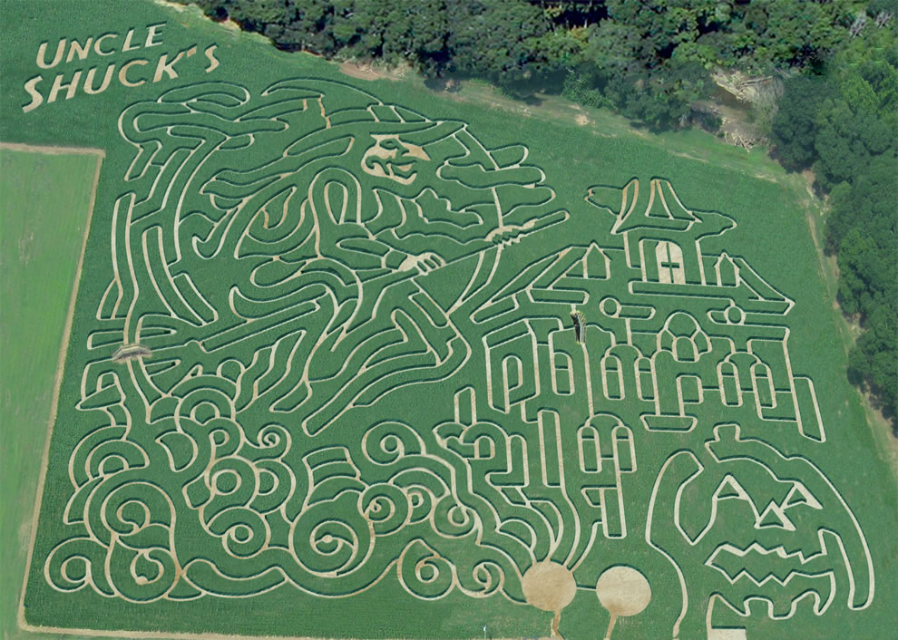 Aerial-of-Uncle-Shucks-Halloween-themed-corn-maze.jpg